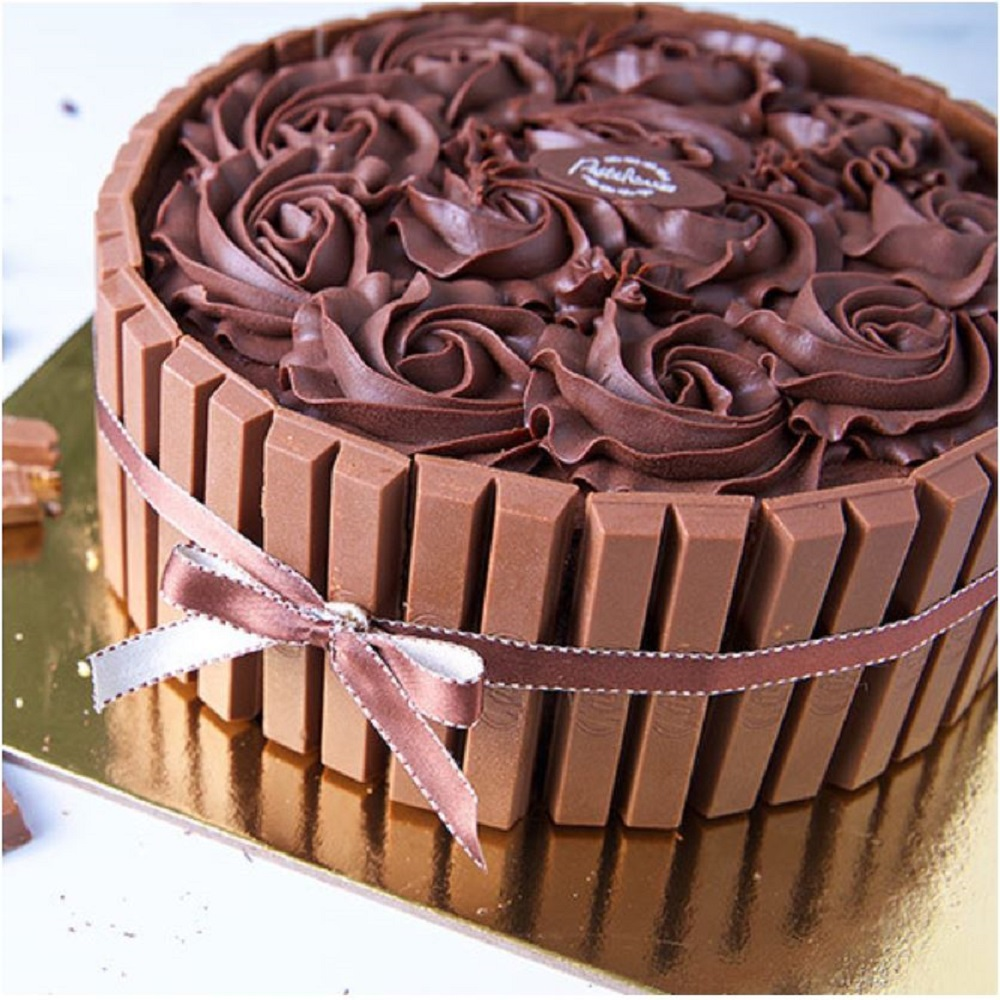 Kitkat Fudge Cake
